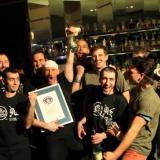 Шелдън Уили световен рекорд за най бързо приготвяне на коктейл за 60 с