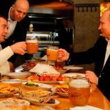 Путин и медведев пият бира