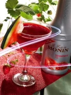 Коктейл с плодово пюре ягода на Монини