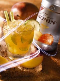 Коктейл с плодово пюре манго на Монини