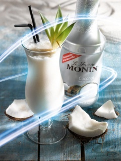Коктейл с плодово пюре кокос на Монини