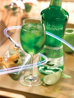 Коктейл с ликьор зелена ябълка на Монин
