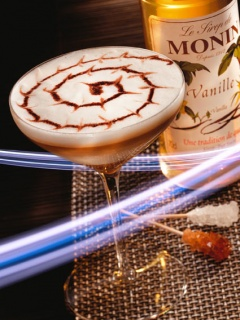 Десертен коктейл със сироп ванилия на Монин