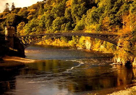 Моста Крайгелачи на река Спей, близо до имението на Макалън