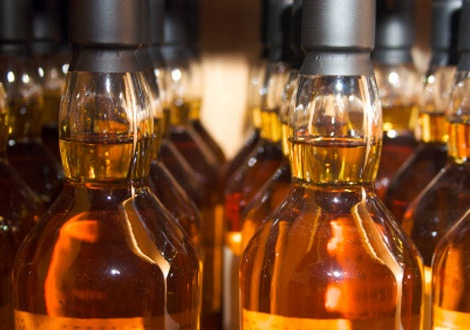 Бутилки малцово уиски без идентичност