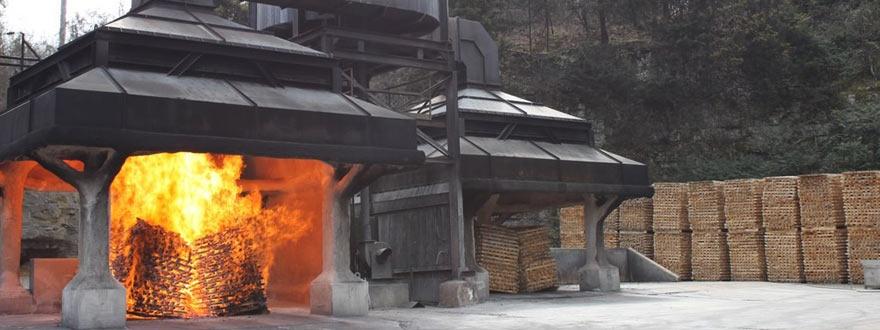 Производство на кленови въглени в дестилерията на Джак Даниелс