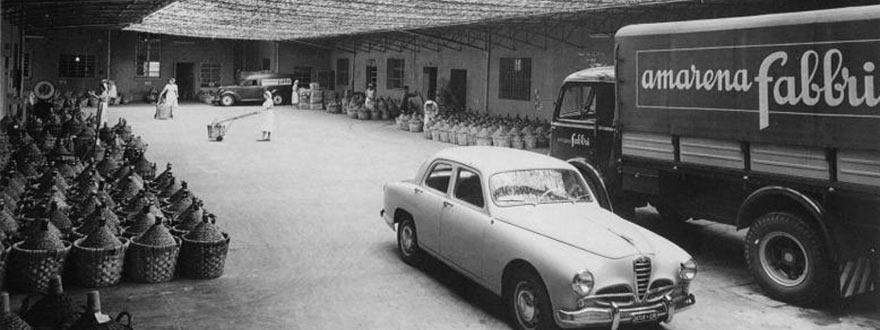 Дамаджаните с Амарени, най-популярния продукт на Фабри