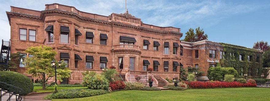 Къщата музей Кънейдиън Клуб