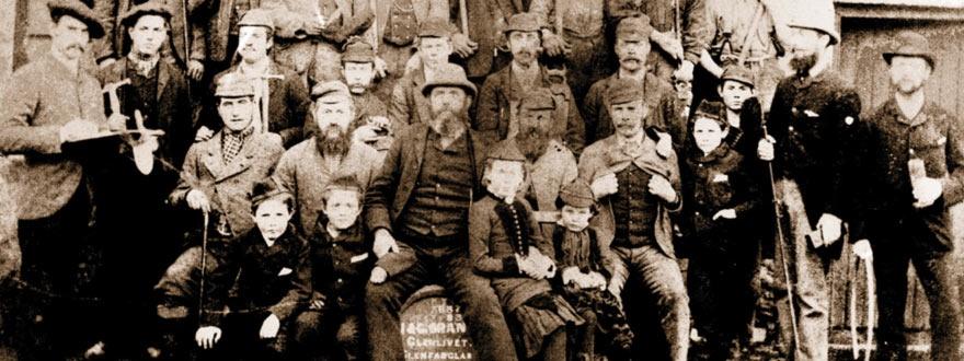 Историческа снимка от дестилерията Гленфарклас и Джордж Грант